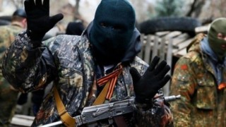 Сепаратистите в Донбас обучават деца във военни лагери