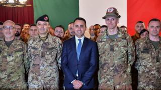 Външният министър на Италия зове италианците да протестират срещу правителството му