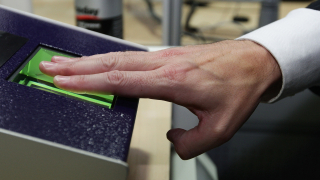 Свобода на придвижване? Европа иска въвеждането на граничен контрол с пръстов отпечатък