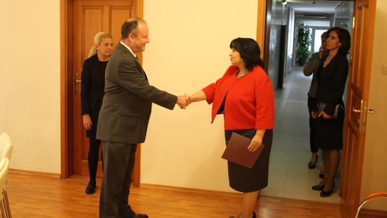 Актуални теми от енергийния сектор обсъдиха днес енергийният министър Теменужка