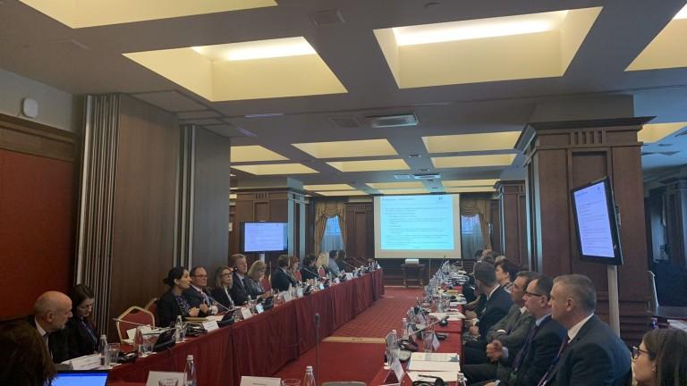 Международни и национални банки за развитие и представители на Организацията
