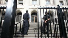 Нов сигнал за бомба затвори Съдебната палата