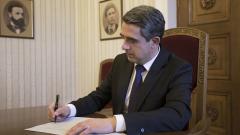 """Плевнелиев се подписа """"за"""" изучаване на историята на ХХ век в училище"""