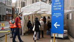 Безплатни COVID-ваксини за всички във Великобритания, дори и за нелегалните имигранти