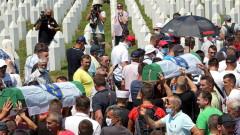 25 г. от клането в Сребреница - погребаха останките на още девет мъже