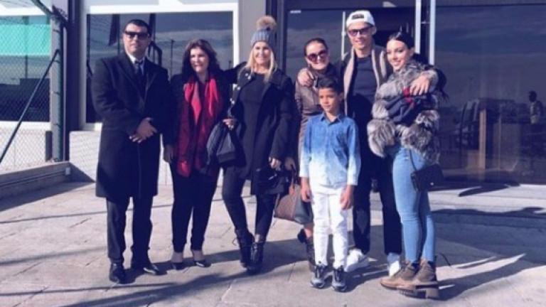 Роналдо потегли за Париж с цялото си семейство