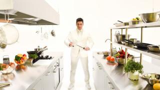 Шеф Ангелов избира участниците в Hell's Kitchen България