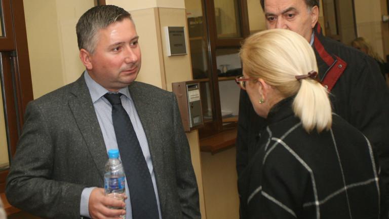 Запорираха още акции и имущество на Иво Прокопиев, съобщават от