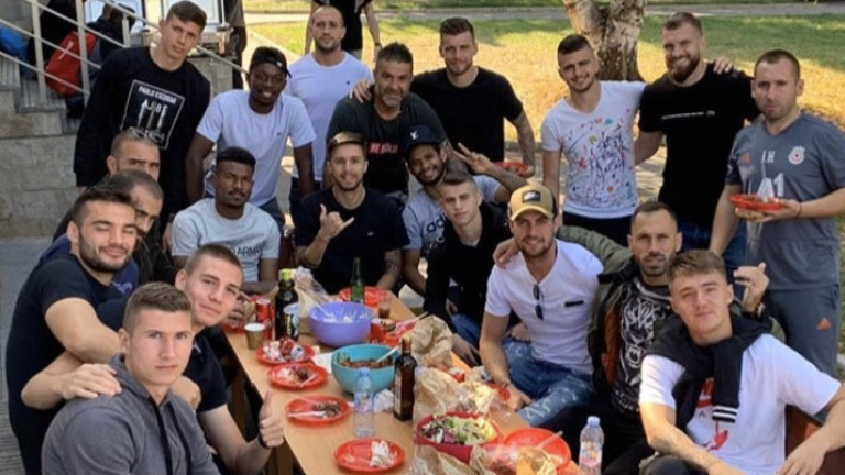 Капитанът на ЦСКА Петър Занев даде обяд за целия отбор
