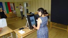 В пет секции в страната гласуват с хартия