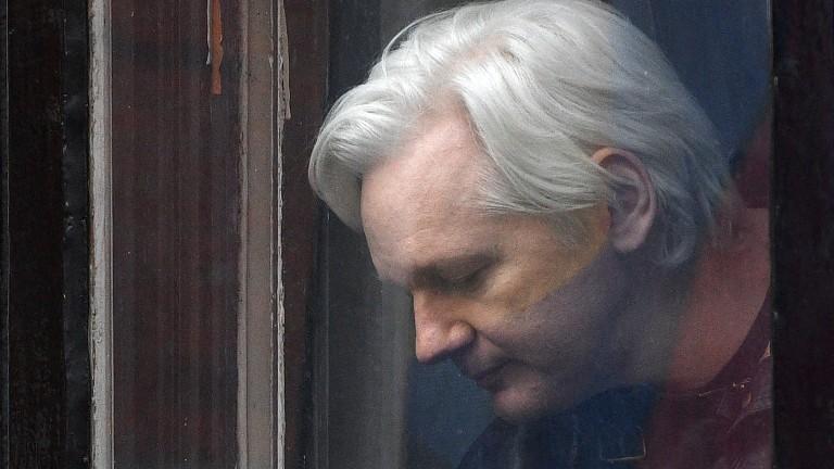 Британски съд реши да запази заповедта за арест на Асандж
