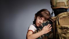 Мъжете в армията вече могат да взимат бащинство