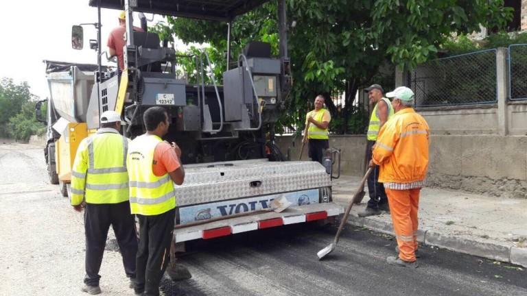 Асфалтират улиците в законната част на ромския квартал в Стара Загора