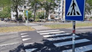 Кола блъсна майка с бебешка количка на пешеходна пътека в Бургас