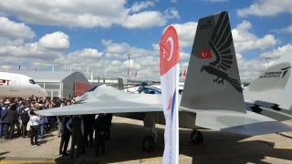 Турция показа свой боен самолет в Париж