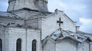 Нагорни Карабах: Армения обвинява Азербайджан за обстрела на катедрала