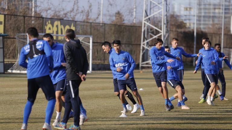 Меси от Казахстан с първа тренировка в Левски