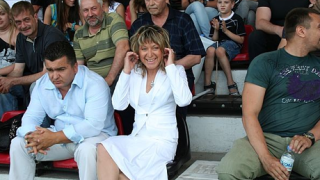 Галя Топалова прибра парите за Акалски