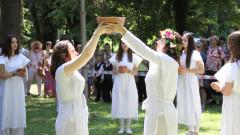 Два празника, на връх Еньовден, събраха жители на две села