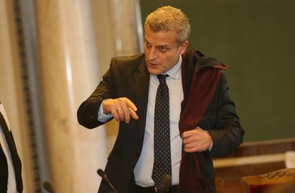 Министър Москов се пообърка за пръстовите отпечатъци на българите