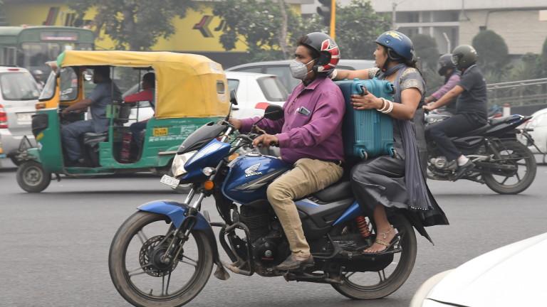 Снимка: Ню Делхи бори газовата камера с ротационно движение на автомобили