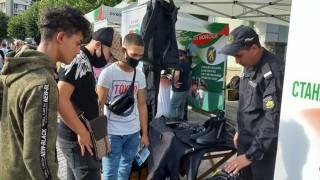 Растял интересът на младите хора към армията