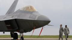 US изтребители F-22 кацнаха и в Литва, показват сила на Русия