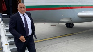 Приземиха фалкона с Борисов на борда на ръчен режим