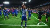 Лидерът на Исландия на крака за Франция