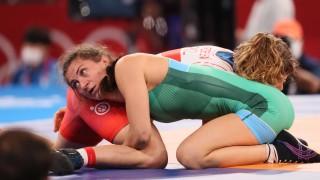 Eвелина Николова ще се бори за медал след драма на 1/4-финалите на Токио 2020