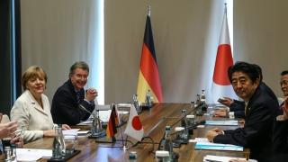 Меркел предложила на Япония да се присъедини към НАТО