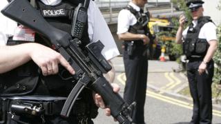 Финансовата криза е в полза на екстремистите, твърдят учени