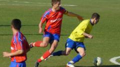 Мирослав Миндев в групата за мача със Славия