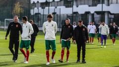 Футболните национали аплодираха отбора на българските медици