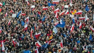 Хиляди излязоха на протест в Полша срещу правителството