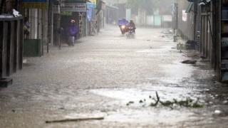 """9 загинали и 4 изчезнали във Виетнам след тайфуна """"Доксури"""""""