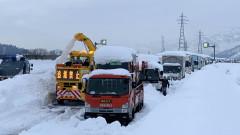 Загинали и стотици пострадали заради снеговалежи в Япония