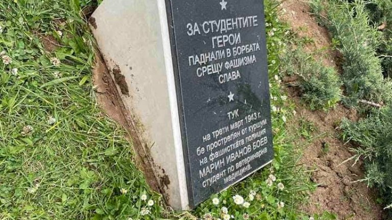 След демонтиране на паметна плоча в Княжевската градина, според кмета