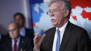 Болтън нападна Куба за подкопаване на демокрацията във Венецуела