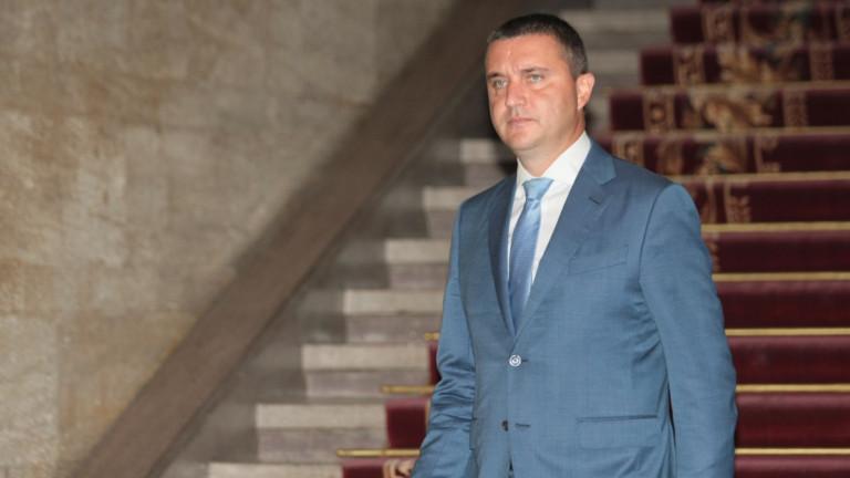 Позицията на българското правителство е, че заместник-председателят на Комисията за