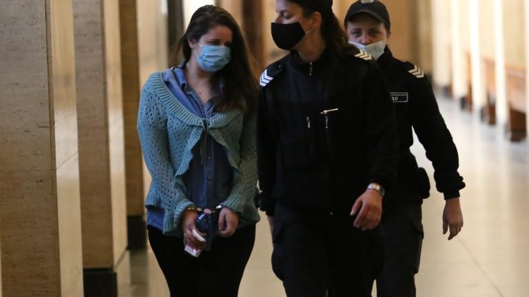 Майката, обвинена в убийството на двете си деца в Сандански,