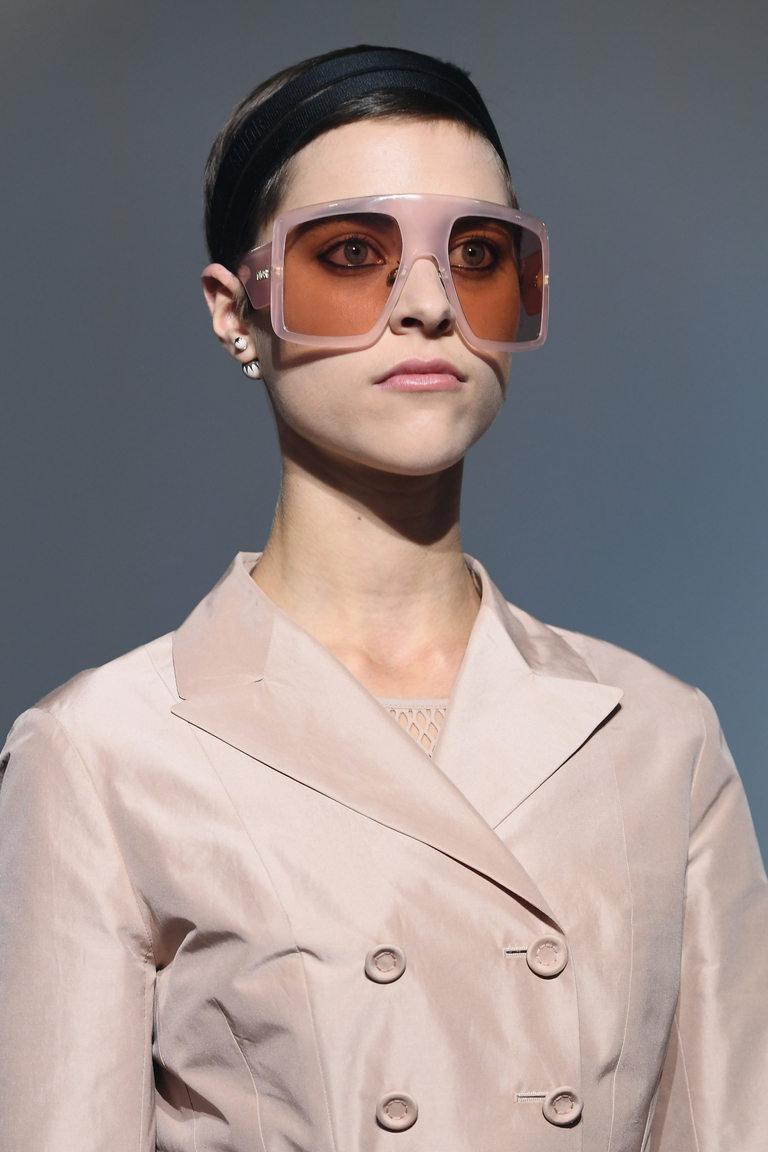 Модел на Dior