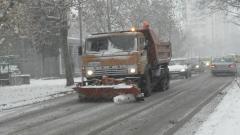 Над 170 снегорина почистват улиците в София