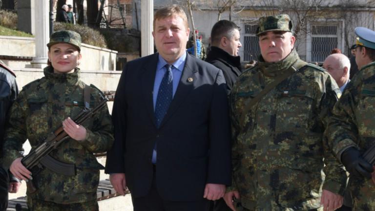 Каракачанов не приема предизвикателство за коремно, не е във форма и няма време