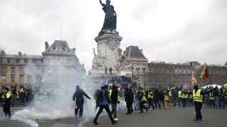 """Най-малко 36 """"жълти жилетки"""" са задържани в Париж"""