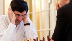 Карлсен запазва първото място на турнира на претендентите