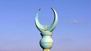 Джамия в Карлово осъмна, изрисувана със свастики