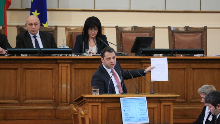 Парламентът не може да не приеме оставката на Делян Добрев, реши КС
