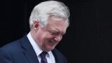 Подалият оставка Дейвис към Тереза Мей: Вие подкопавате Брекзит