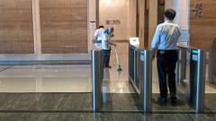 Най-голямата банка в Сингапур евакуира 300 служители заради заразен с коронавирус
